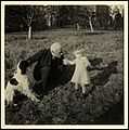 Fridtjof Nansen sammen med barnebarnet Eva Høyer og hunden Pet i hagen på Polhøgda - Fridtjof Nansen with his granddaughter Eva Høyer and the dog, Pet, in the garden at Polhøgda (27685917785).jpg