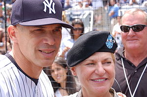Joe Girardi - Joe Girardi with General Ann E. Dunwoody during the Yankees vs. N.Y. Mets game on June 14, 2009.