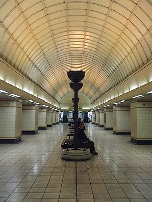 Gants Hill tube station - Lower concourse