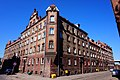 """Gdańsk. Kamienica w kształcie litery """"U"""" przy ulicach Robotniczej i Jana z Kolna. Widok od strony ulicy Robotniczej - panoramio.jpg"""