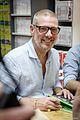 Gerald watelet en dédicaces à la librairie Huwart 2016.jpg