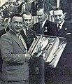 Gerard Bakker Schut et Karel Ton vainqueurs du rallye Monte-Carlo 1938 reçoivent la Coupe de l'International Sporting Club monégasque.jpg