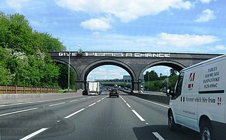 """Chiltern Main Line - The """"Give Peas a Chance"""" viaduct is a landmark on the M25"""
