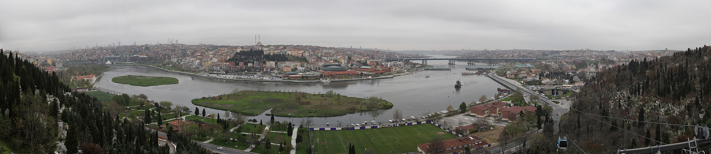 Golden Horn - panoramic view from Eyüp.jpg