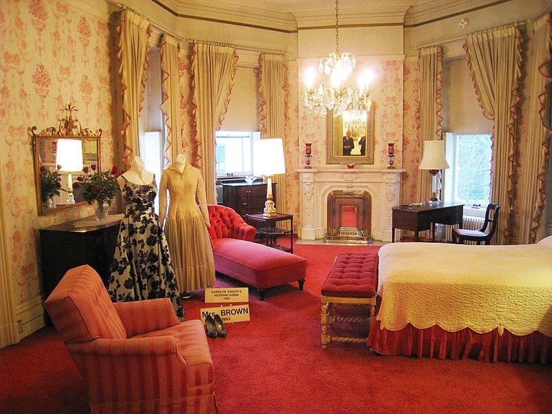 File:Governor's Mansion State Historic Park - bedroom.JPG