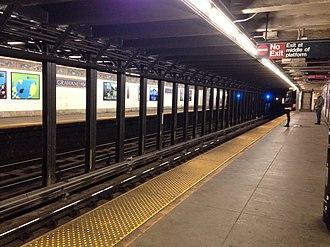 Graham Avenue (BMT Canarsie Line) - Image: Graham Av vc