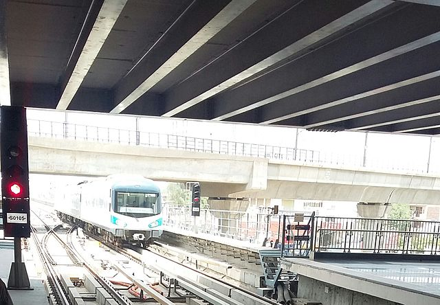 The Rapid Metro pulling in at Sikanderpur station.