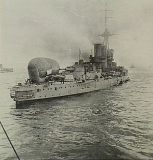 HMS Benbow (1913) - Benbow experimenting with a kite balloon in 1916
