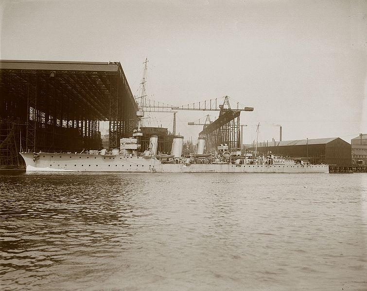 File:HMS Comus at the Wallsend shipyard (27224189202).jpg