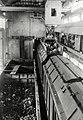 HUA-171234-Afbeelding van de laadbunker voor het beladen van wagens met huisvuil van de VAM (Vuil Afvoer Maatschappij) te Den Haag.jpg