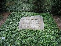 Hans scharoun grave.jpg