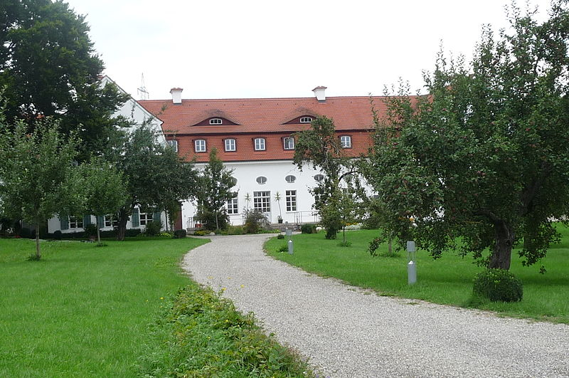 File:HesseloheSchlößchen1.JPG