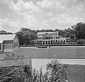 Het Gouvernementspaleis aan het Gouvernementsplein in Paramaribo, gezien vanaf h, Bestanddeelnr 252-6090.jpg