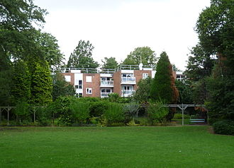 Highlands Gardens - The Highlands flats that replaced Highlands House.