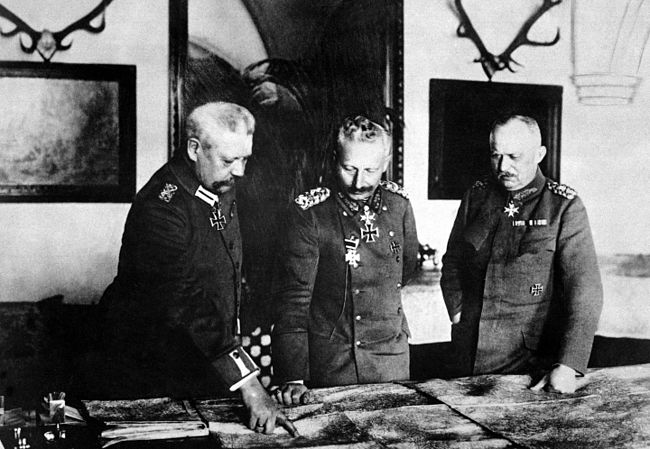 Hindenburg, Kaiser Wilhelm II, and Ludendorff, January 1917 Hindenburg, Kaiser, Ludendorff HD-SN-99-02150.JPG