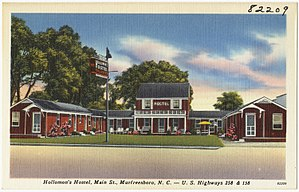 A postcard showing Holloman's Hostel, Main St., Murfreesboro in the 1930s