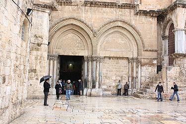 Holy Sepulchre parvis 2010 4.jpg