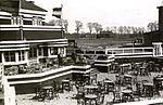 Hotel-café-Restaurant bij vliegveld Waalhaven met gezicht op het vliegterrein, 1922.jpg