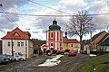 Hrádek u Vlašimi, náves a kostel svatého Matouše.jpg