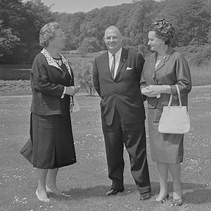 Hubert Opperman - Hubert Opperman, Minister for Immigration, and his wife, visiting Queen Juliana of the Netherlands (1965)