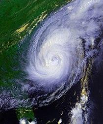 Hurricane Bonnie 26 aug 1998 2005Z.jpg
