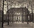 Huygenshuis aan het Plein, kort voor de afbraak in 1876.jpg