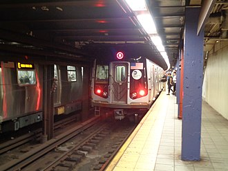 Queens Plaza (IND Queens Boulevard Line) - Platform with an M train