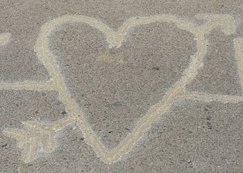 English: traces of burning heart on street surface