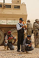 Iraqi police learn about weapons DVIDS195574.jpg