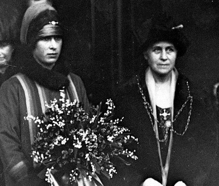 Isabella Lupton, Lady Mayoress of Leeds (right) with Princess Mary in 1926