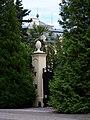Jíloviště, Pražská, průhled na hotel Hubertus.jpg