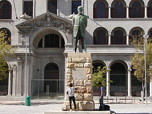 Jan Hendrik Hofmeyr (Onze Jan) - Statue of J.H. Hofmeyr on Church Square, Cape Town