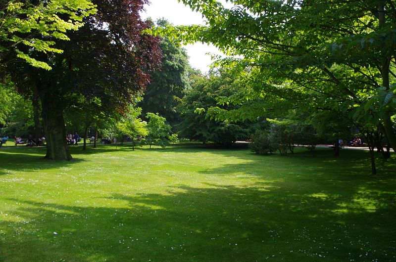 File jardin du luxembourg vue avec arbres jpg for Buvette des marionnettes du jardin du luxembourg