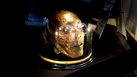 Jeremy Bentham's severed head, on temporary display at UCL Jeremy Bentham's Severed Head.JPG