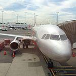 Jetstar A320 at SYD (26378983372).jpg
