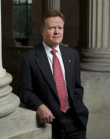 Jim Webb, leaning against pillar, 2007.jpg