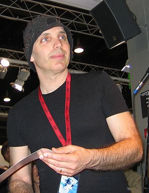 Joe satriani without sunglasses 2004.jpg