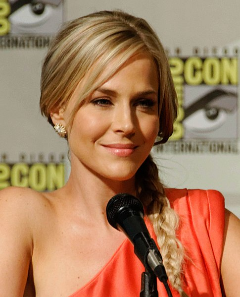 File:Julie Benz Comic-Con 2, 2012.jpg