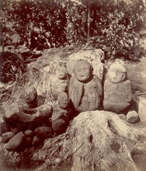 KITLV 87643 - Isidore van Kinsbergen - Sculptures at Artja Domas near Buitenzorg - Before 1900.tif