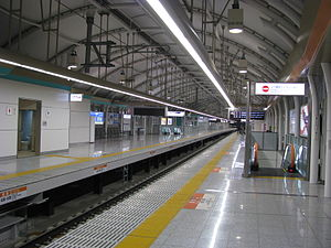 Nippori Station - Keisei elevated platform in October 2009