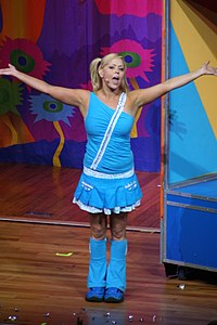 Kellie Hoggart singing Hi-5 Jan 06 portrait.jpg
