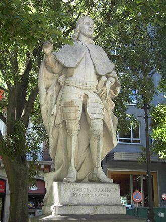 García Ramírez of Navarre - Modern statue honouring García Ramírez in Pamplona