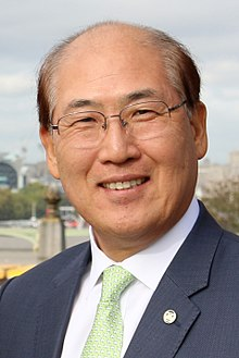 Kitack Lim - IMO Headquarters - London - 2017 (37812040771) (cropped).jpg