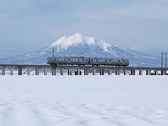Kōnan Railway Company - Kōnan Railway 7000 Series EMU and Mount Iwaki