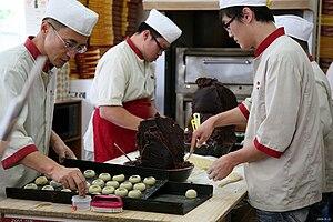 Hwangnam-ppang - Image: Korea Gyeongju Making Gyeongju bread 01