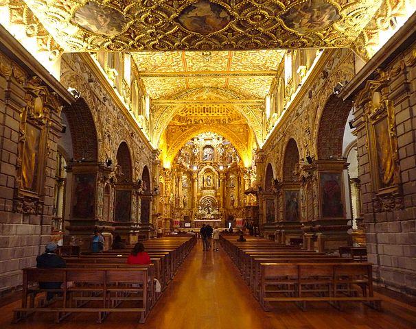 https://upload.wikimedia.org/wikipedia/commons/thumb/f/f9/Kostel_sv._Franti%C5%A1ka%2C_Quito.jpg/606px-Kostel_sv._Franti%C5%A1ka%2C_Quito.jpg