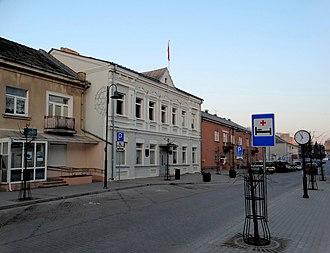Kuršėnai - Kuršėnai eldership building (white) in J. Basanavičius st.