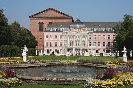 Kurfürstl Palais Trier (Sp 2009-6).JPG