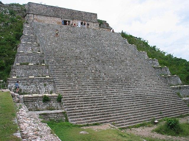 640px-La_Gran_Pyramide.jpg