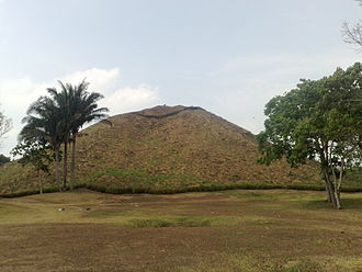 La Venta - Great pyramid.